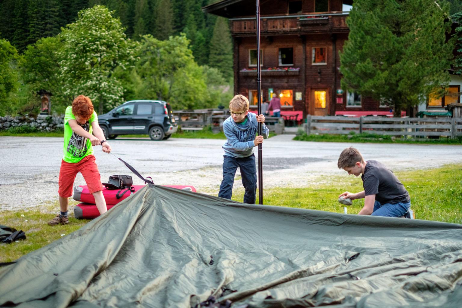 Aufbau der Zelte im Zillergrund